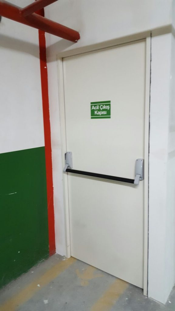 Corner Kasa Yangın Kapısı Reddoor