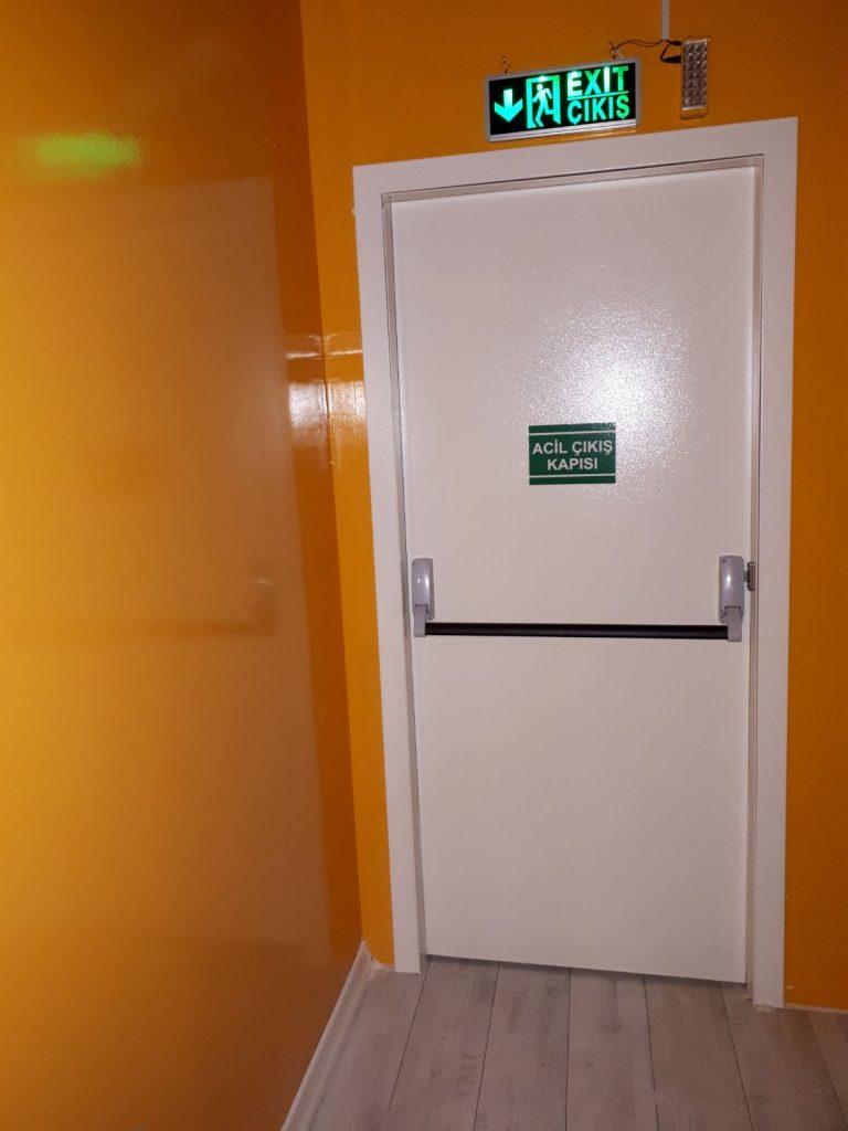 yangın çıkış kapısı, yangın merdiveni kapısı, yangın çıkış kapısı